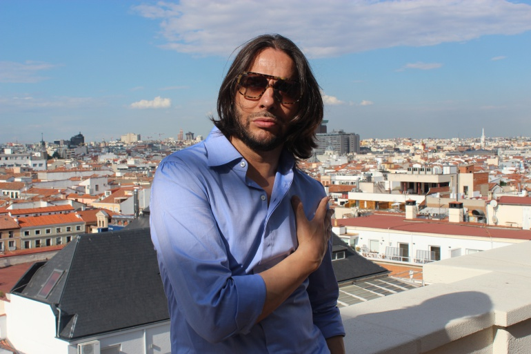 Joaquín Cortés en la terraza de la Cadena Ser en Madrid