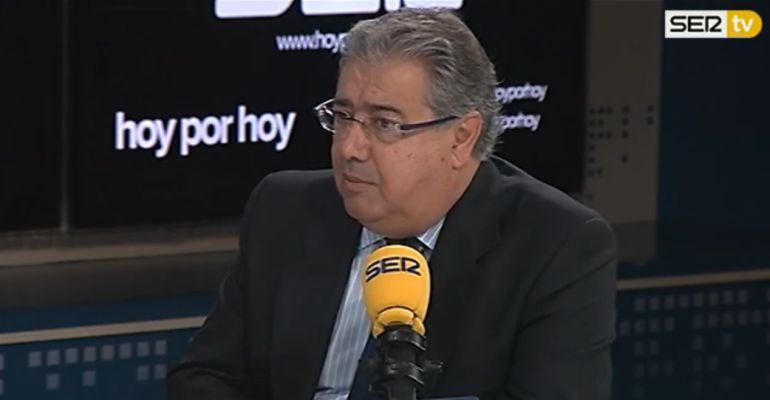 El ministro del Interior, Juan Ignacio Zoido, durante una entrevista en la Cadena Ser