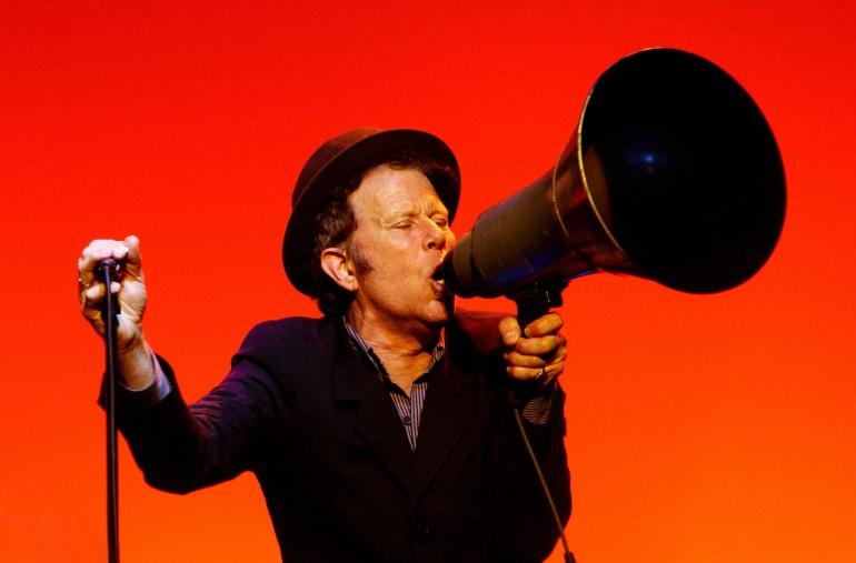 Tom Waits durante una actuación en Londres en el año 2004