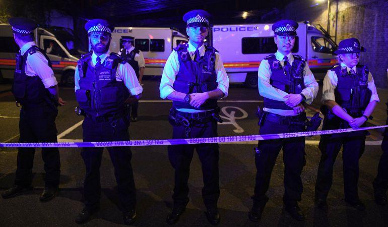 Cordón policial cerca de la mezquita de finsbury Park tras el atentado de este lunes