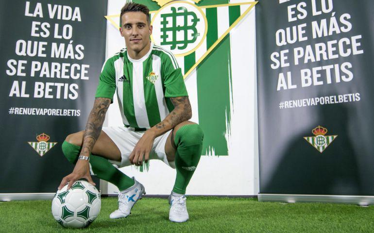 El extremo catalán Cristian Tello, durante su presentación como nuevo jugador del Real Betis Balompié.