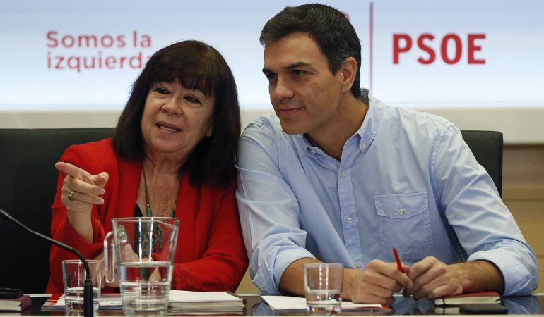 La presidenta del PSOE, Cristina Narbona, junto a Pedro Sánchez durante una reunión de la Ejecutiva del partido