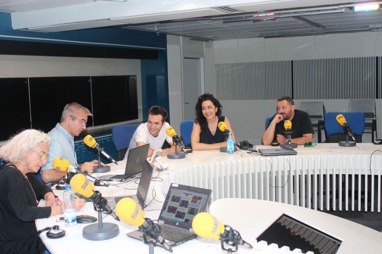 De izquierda a derecha: Mariola Cubels, Carles Francino, Ricardo Gómez, María Asasi y Pepón Nieto