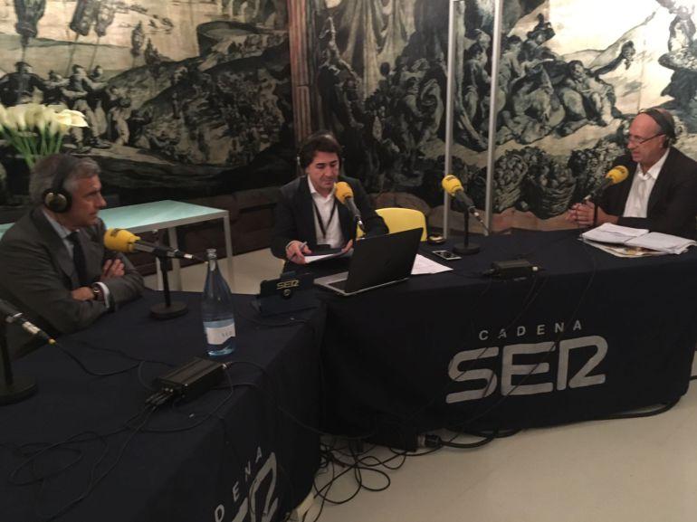 Juan Antonio Samaranch, junto a Yago de Vega y Jordi Martí.