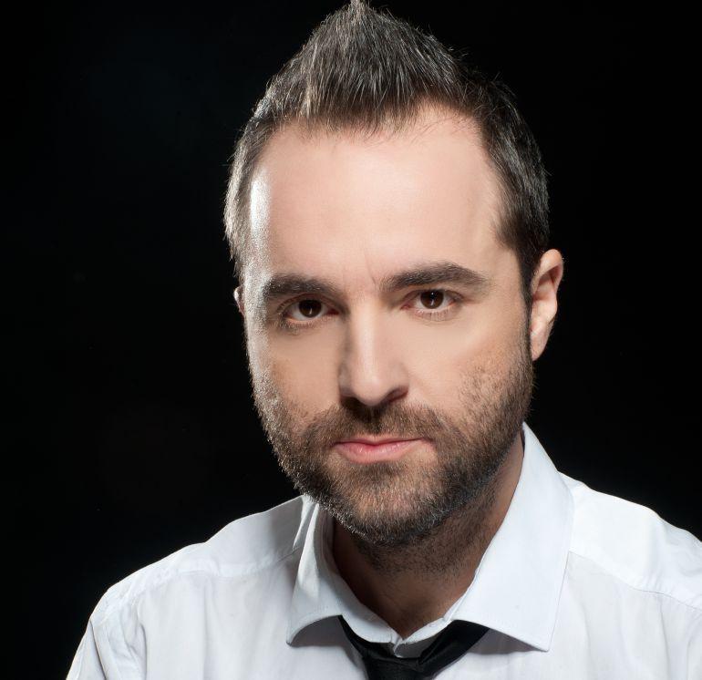 http://cadenaser.com/tag/antonio_martinez_toni/a/: Raúl Pérez 'Raphael' dedica una canción a los shorts