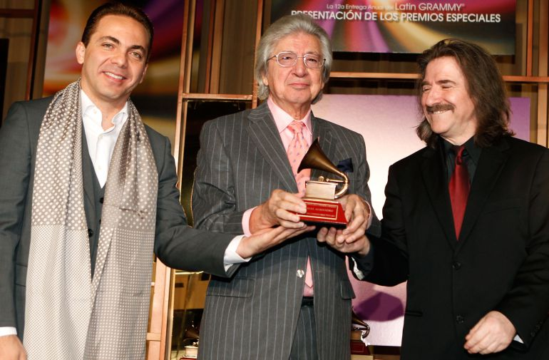 Manuel Alejandro durante los 'Premios Especiales de la Academia Latina de la Grabación 2011'.