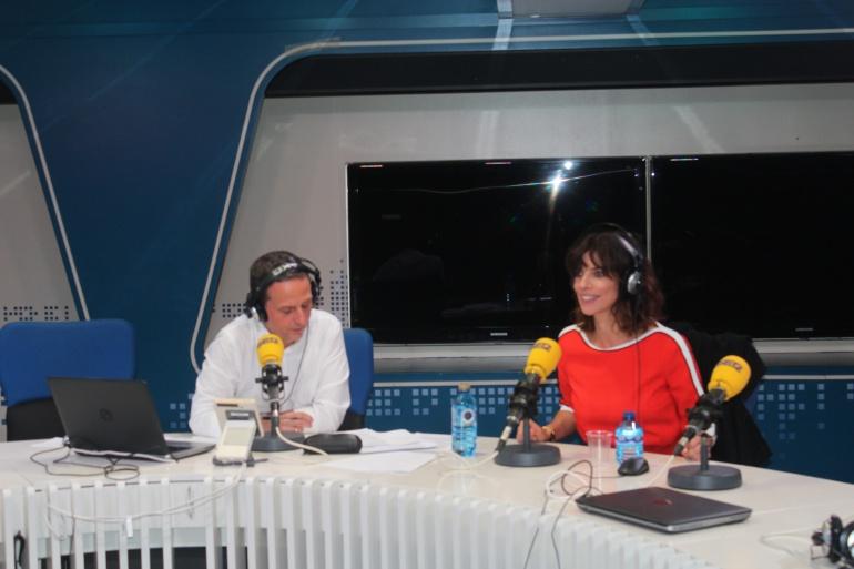 Maribel Verdú y Roberto Sánchez en el estudio