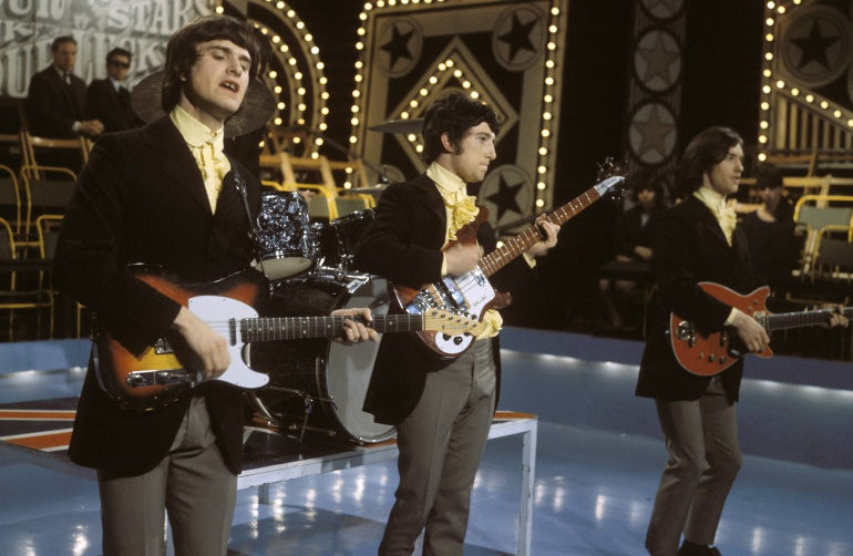 ay Davies, Pete Quaife y Dave Davies durante una actuación en televisión en 1965