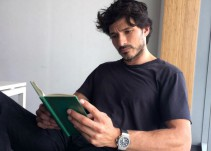 cuenta instagram nos muestra lectores sexys barcelona