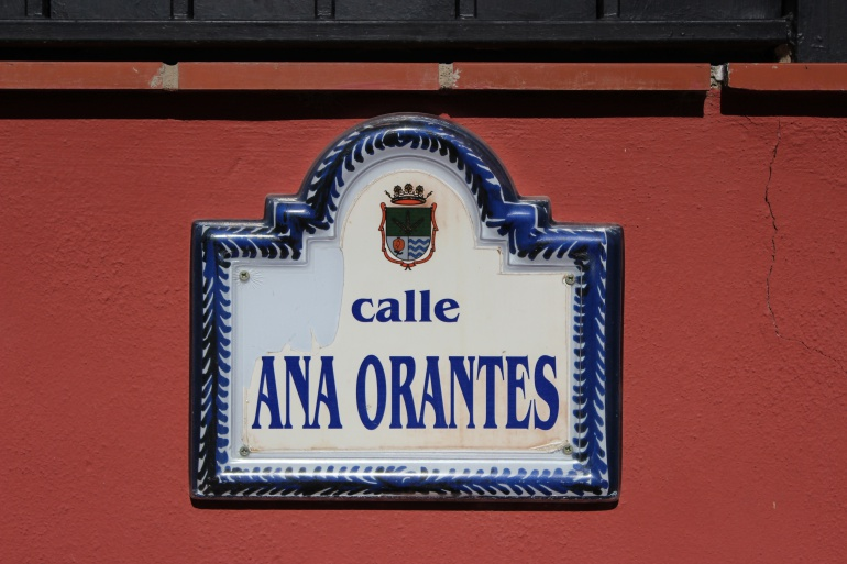Placa con el nombre de Ana Orantes en el pueblo de Cúllar Vega (Granada).