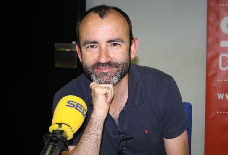Rafael Santandreu en los estudios de Cadena SER