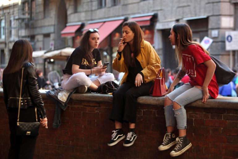 Jóvenes en Bolonia, uno de los destinos que más estudiantes internacionales recibe en Italia