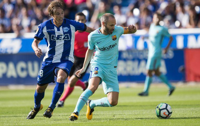Andrés Iniesta durante un partido con el Barça