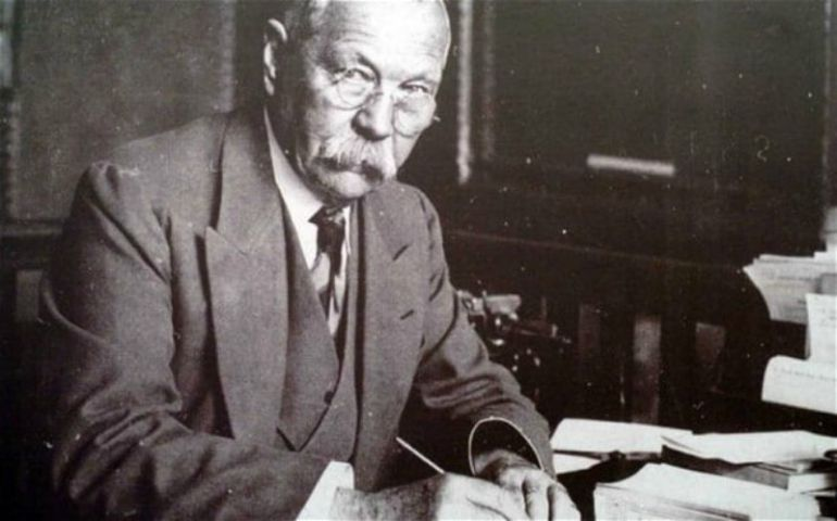 Sir Arthur Vs Sherlock Holmes