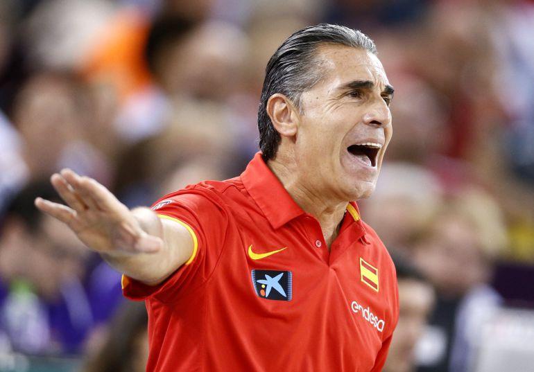 Sergio Scariolo reacciona ante Hungría durante un encuentro correspondiente al grupo C del Eurobasket 2017.