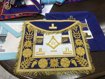 Mandiles masones de la Gran Logia Española
