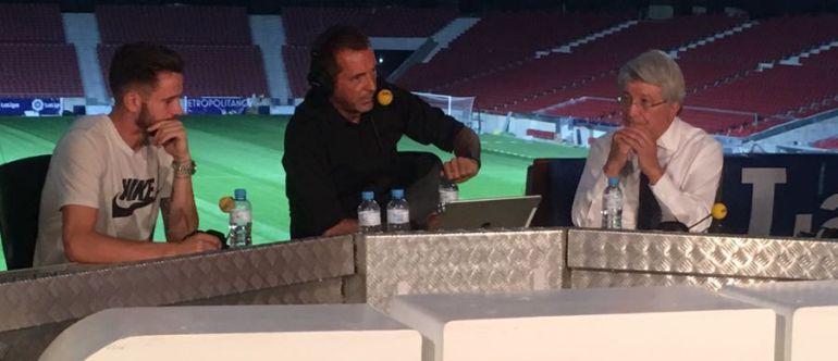 Enrique Cerezo y Saúl Ñíguez charlan con Manu Carreño