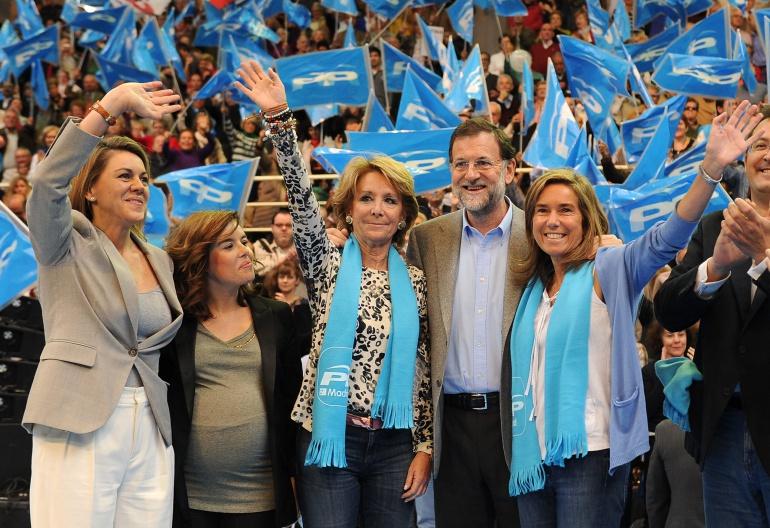(De izq. a dcha.) María Dolores de Cospedal, Soraya Sáenz de Santamaría, Esperanza Aguirre, Mariano Rajoy y Ana Mato en un acto electoral del PP