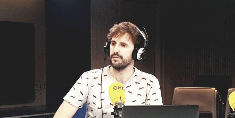 Julián López en los estudios de la SER