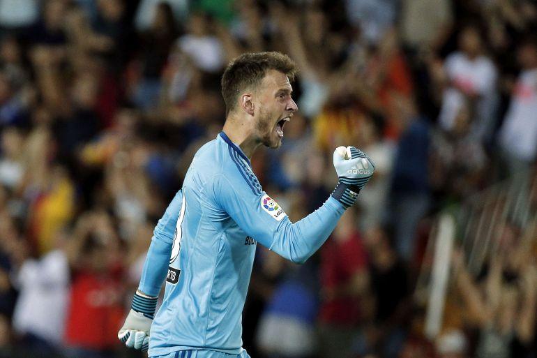 Neto celebra con el puño, en un partido con el Valencia