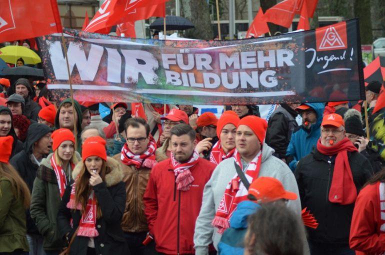 Imagen de los trabajadores de la empresa IG Metall mientras realizaban una huelga de advertencia durante las negociaciones con las empresas