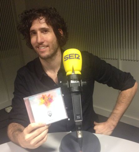 Joni Antequera, presumiendo de disco.