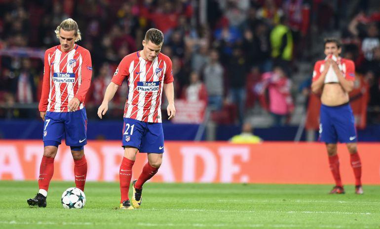 Los jugadores del Atlético se lamentan tras el partido contra el Qarabag