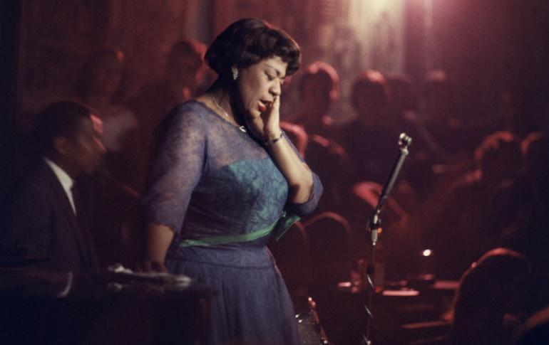 Ella Fitzgerald durante una actuación en Nueva York en 1958