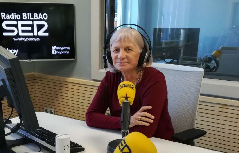 Alicia Giménez Bartlett en los estudios de la SER Bilbao