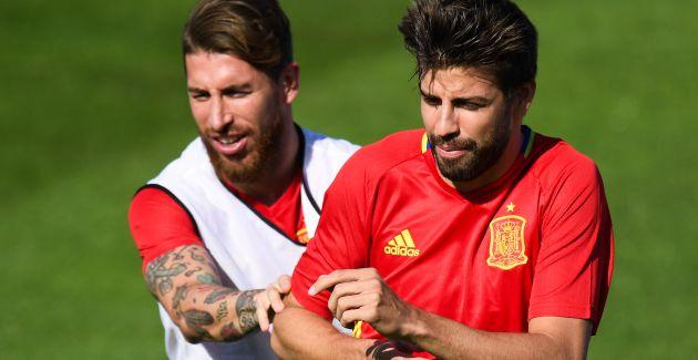 Piqué y Ramos, durante un entrenamiento con la Selección
