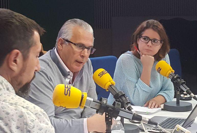 Baltasar y María Garzón, en los estudios de la Cadena SER.