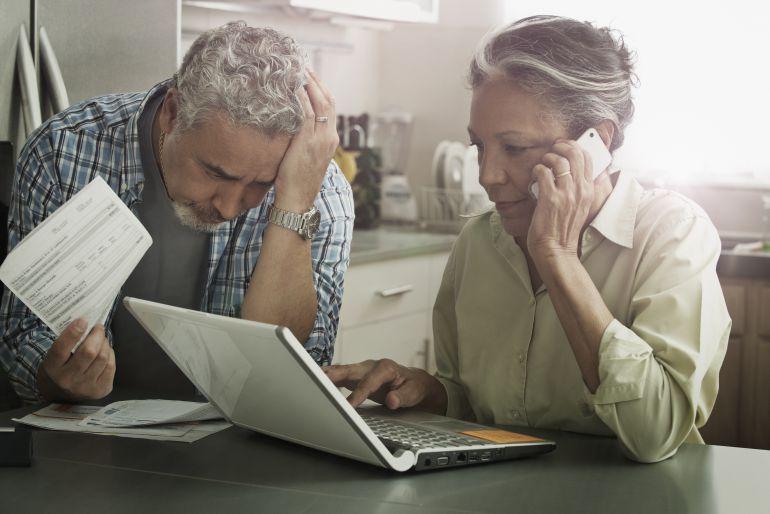¿Por qué se siguen permitiendo los teléfonos 902 para servicios de atención al cliente?