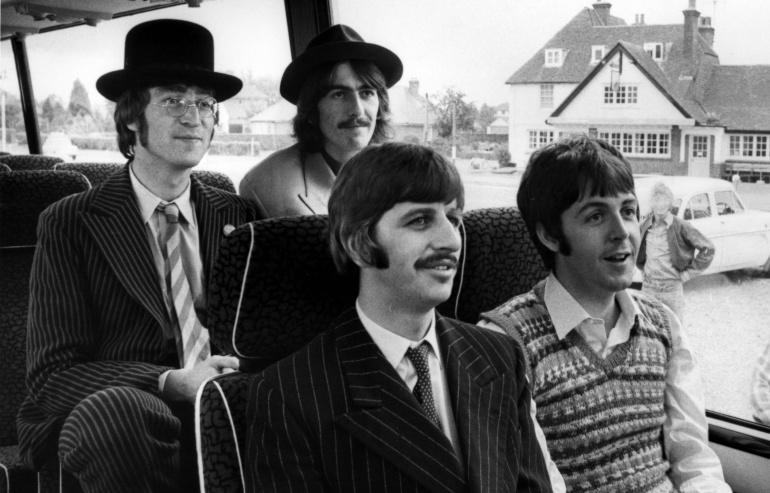 La banda durante el rodaje de Magical Mystery Tour en 1967