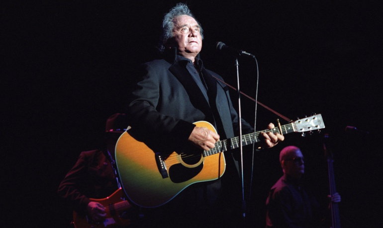 Johnny Cash durante una actuación en el Greek Theatre de Los Angeles, en junio de 1997