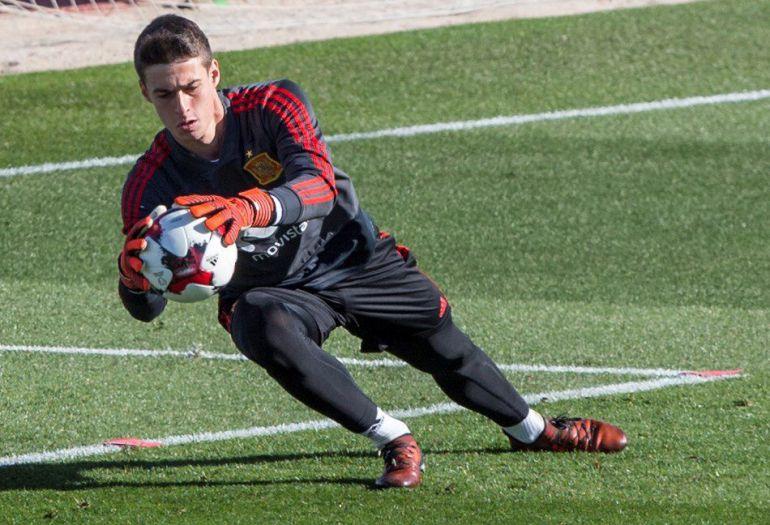 Kepa Arrizabalaga durante un entrenamiento con España