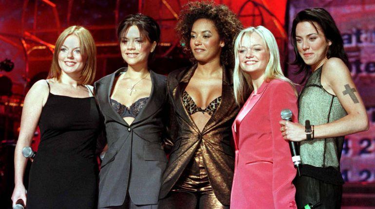 De derecha a izquierda: Geri, Victoria, Mel B., Emma and Mel C. Las Spice Girls en 1998