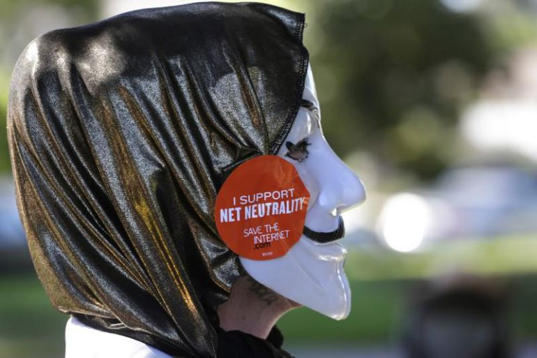 Una activista participa en una marcha contra la neutralidad de la red en 2014