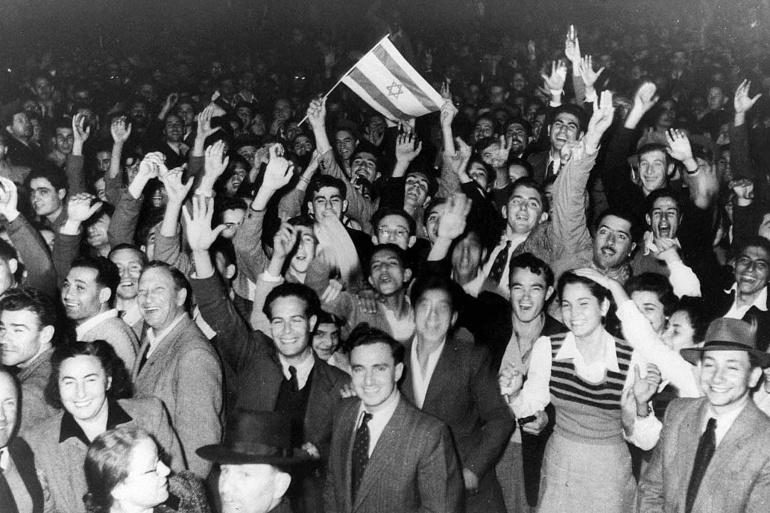 Celebración en la ciudad israelí de Tel Aviv por la partición de Palestina, aprobada por la ONU