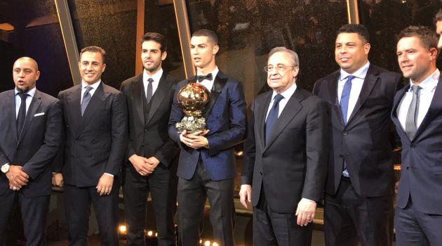 Florentino Pérez posa junto a todos los Balones de Oro del Real Madrid