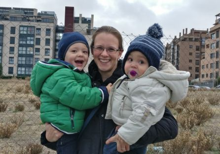 Katharina con sus dos hijos 'erasmus' en brazos