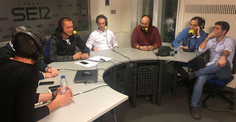 Manu Carreño y el resto de su equipo, durante el programa especial de Nochebuena