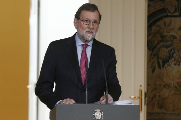 El president del govern espanyol, Mariano Rajoy, durant la roda de premsa a la Moncloa en la qual ofereix el balanç de l'any 2017. 29 de desembre del 2017. Pla americà. (Horitzontal)