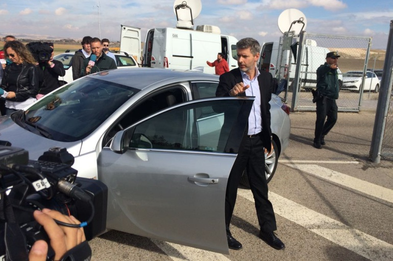 Andreu Van den Eynde, abogado de Oriol Junqueras, a su llegada a la prisión de Estremera
