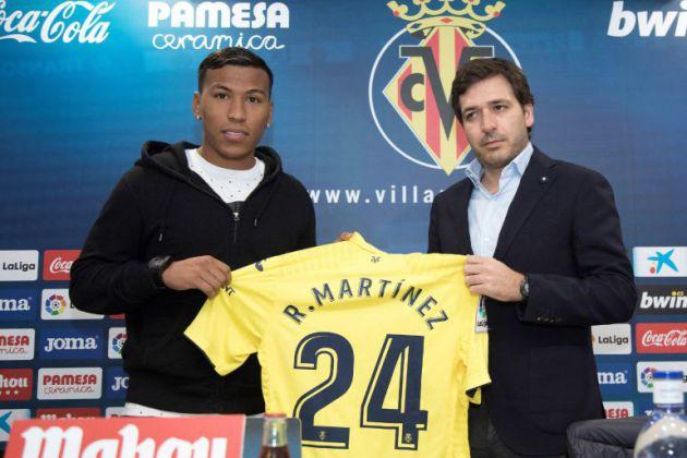 Roig Negueroles, con Roger Martínez en su presentación como nuevo jugador del Villarreal