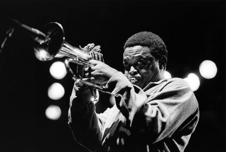 Hugh Masekela, el músico sudafricano, en una actuacion en fecha sin determinar