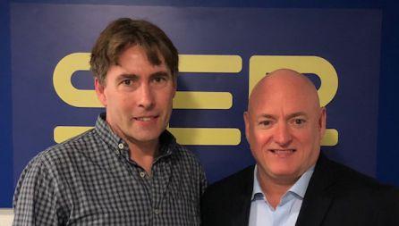 Javier del Pino y Scott Kelly en los estudios de Radio Madrid