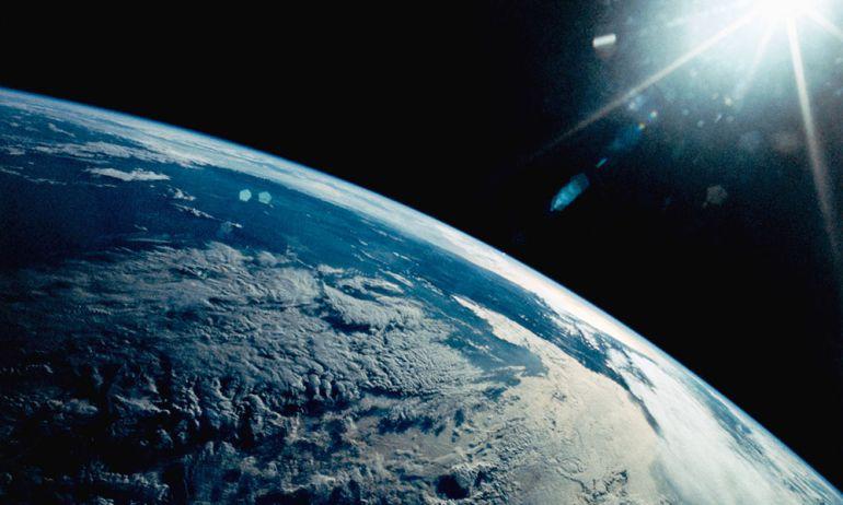 El hombre con m s de amaneceres y anocheceres en el for Espacio exterior 4k