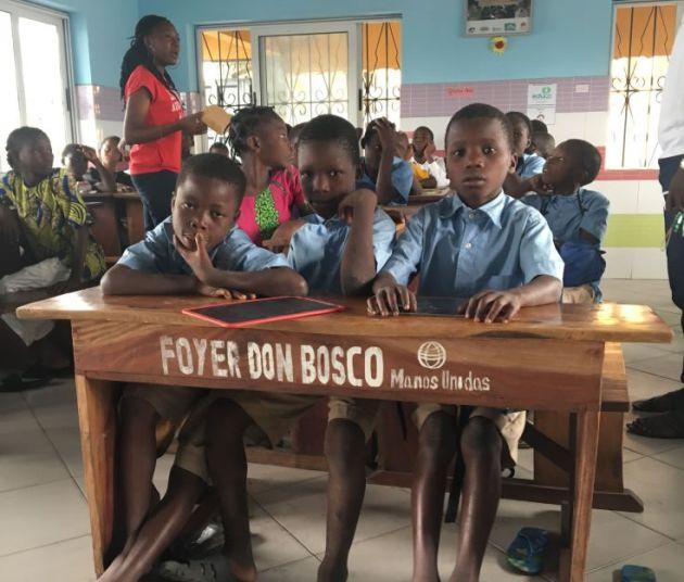 Aulas de la escuela acelerada del hogar Mama Margaritte en Cotonú