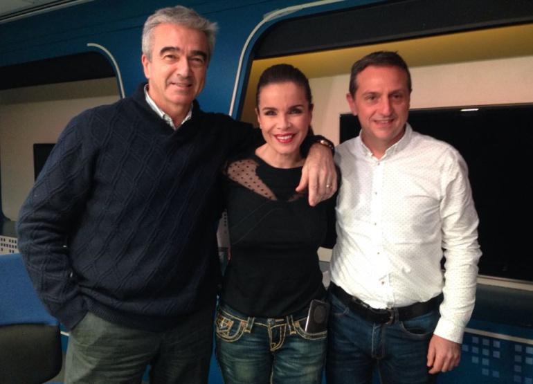 Carme Chaparro junto a Carles Francino y Roberto Sánchez