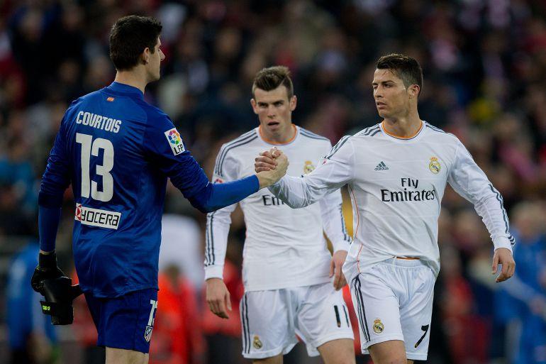 Cristiano y Courtois se saludan en presencia de Bale en la final de la Champions de 2014
